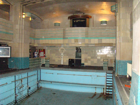 Nightquest paranormal queen mary - Queen mary swimming pool victoria ...